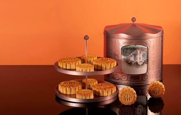 Hộp bánh được lấy ý tưởng từ trò chơi vòng quay ngựa gỗ trong các công viên giải trí.