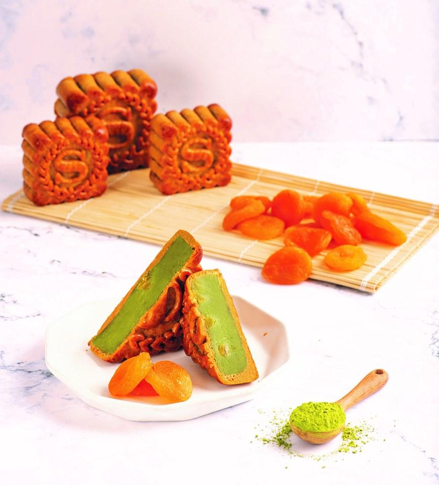 Bánh Trung Thu nhân trà xanh, mơ khô là một vị mới độc đáo vô cùng hấp dẫn năm 2019 của Sheraton Hà Nội.