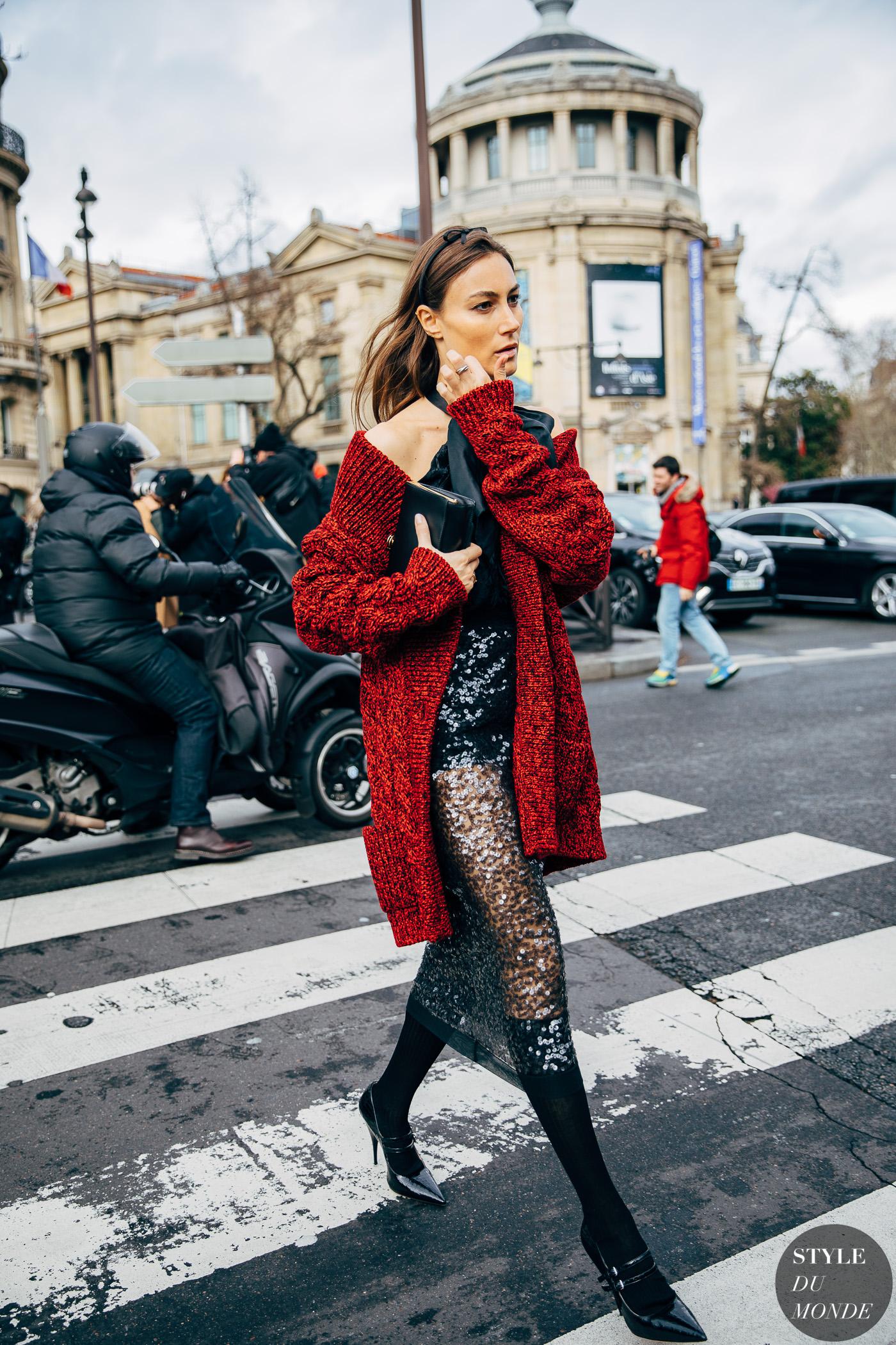 đầm yếm sequin đen cardigan đỏ thời trang cung hoàng đạo
