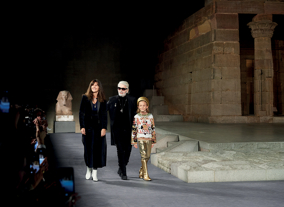 Karl Lagerfeld trên sàn diễn BST Métiers d'Art 2019 – 2020 của Chanel
