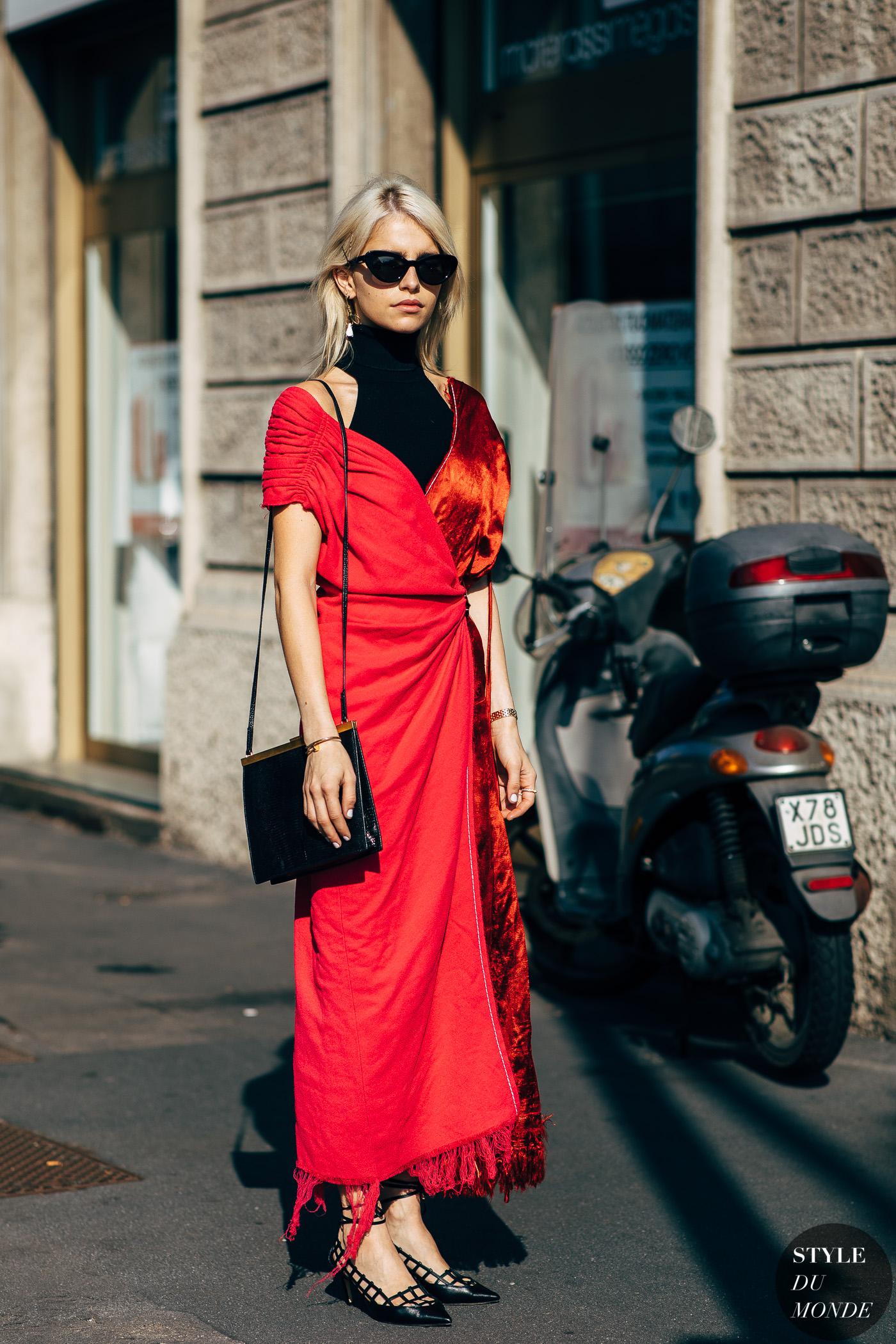 thời trang cung hoàng đạo - fashionista mặc đầm đỏ hồng và đeo kính đen