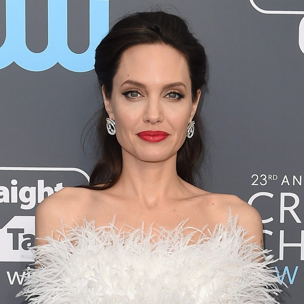 Angelina Jolie áo lông