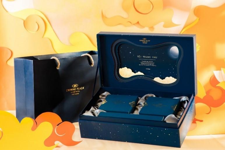 Bộ sưu tập Bánh Trung Thu 2019 lấy cảm hứng từ hình ảnh ánh trăng trong bầu trời đêm thu.