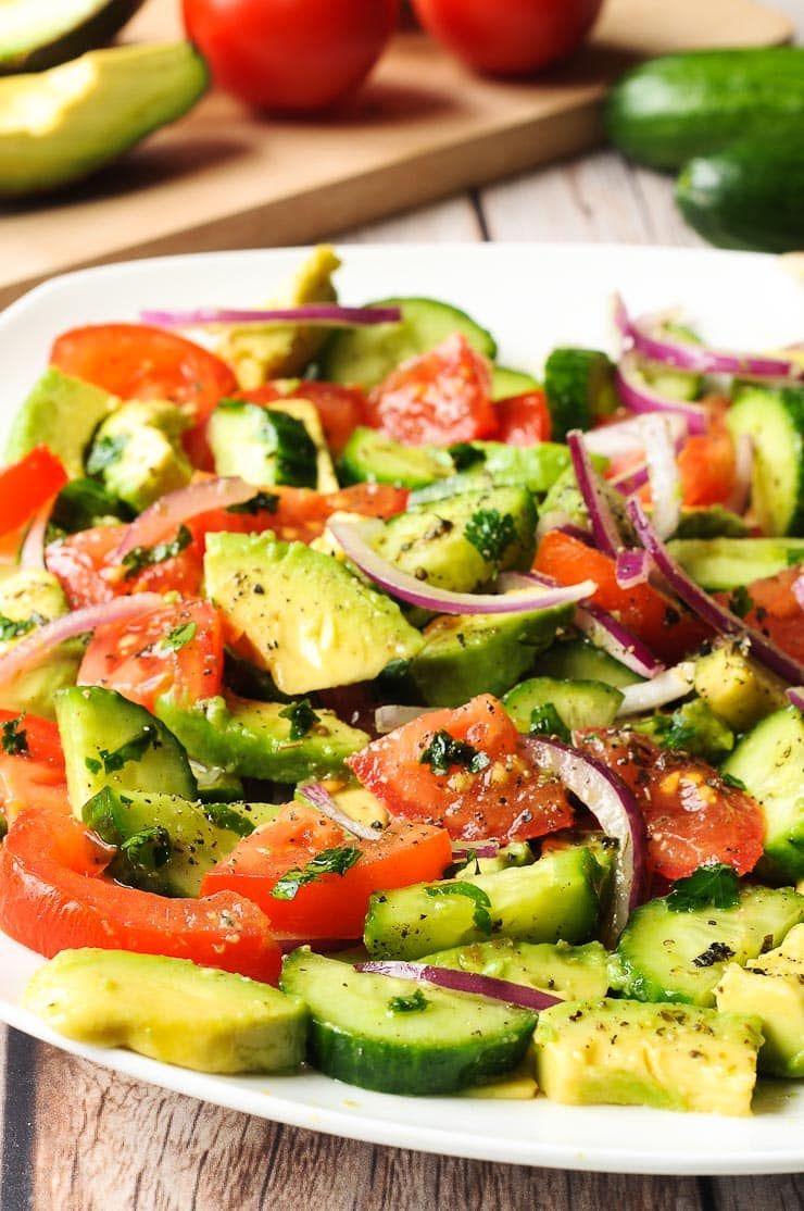 thực đơn ăn uống trị mụn bằng salad cà chua dưa chuột
