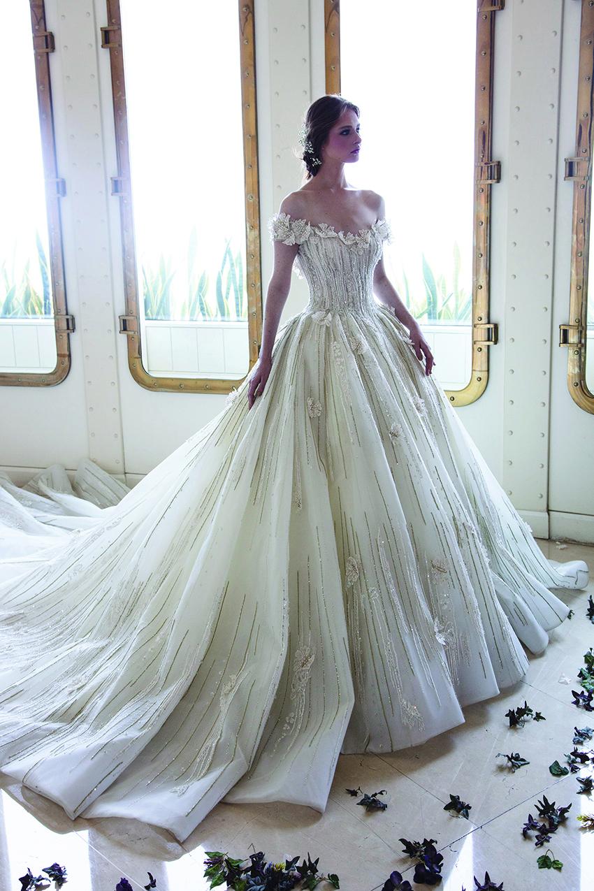 Thiết kế váy cưới với nhiều hoạ tiết đính nổi của nhà mốt Ziad Nakad trong bộ sưu tập 2019.