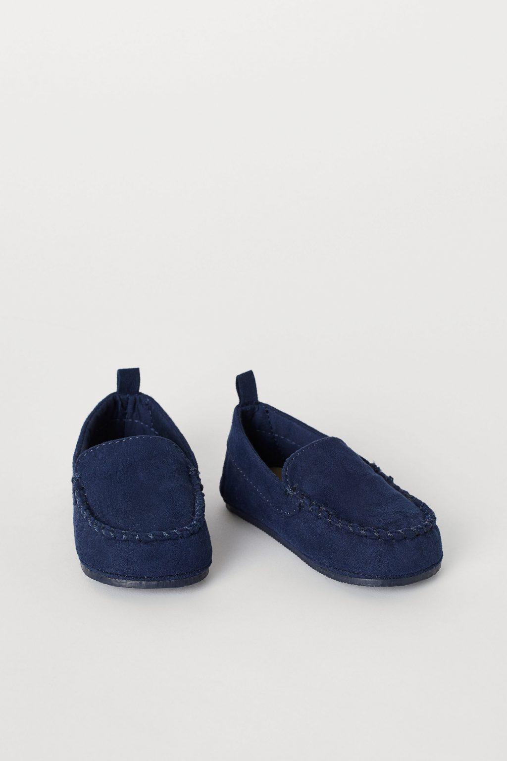 Loafer màu xanh đậm của h&m.