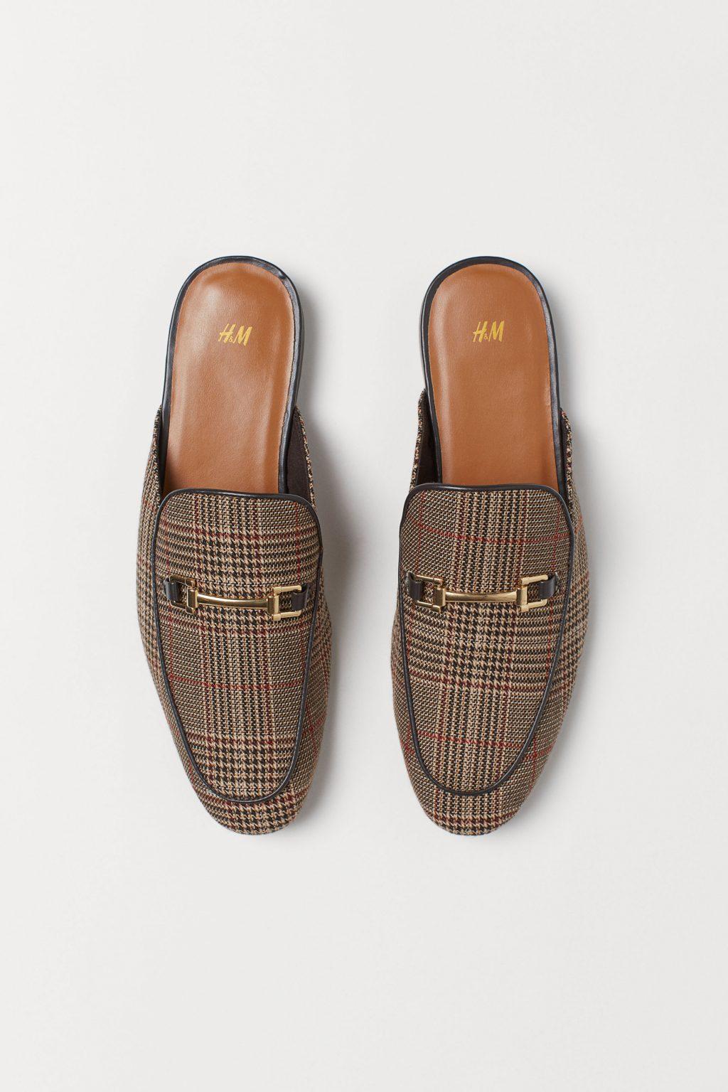 Slip on loafer của H&M với hoạ tiết kẻ ô nhỏ màu nâu