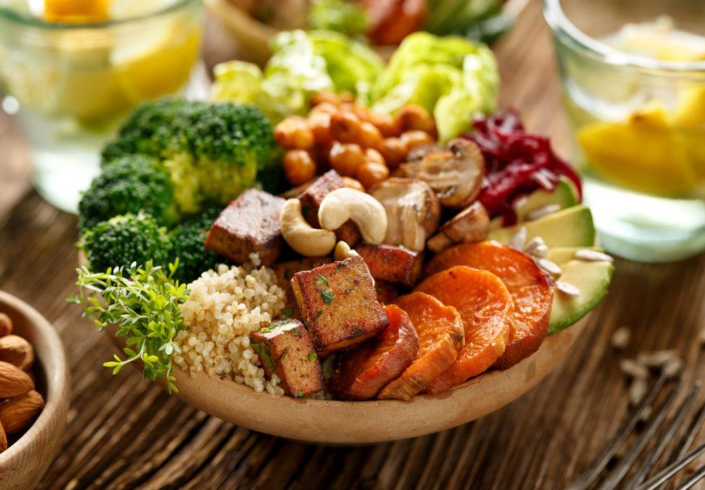 Nguồn thực phẩm chay không chứa nhiều calo và chất béo nên rất có ích cho các bạn nữ muốn duy trì cân nặng hay giảm cân. Ảnh: vegetariantimes.