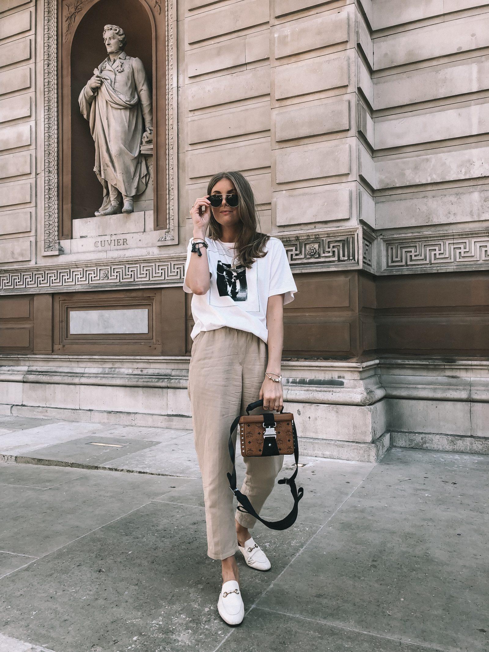 Fashionista mặc áo trắng quần be đi giày lười trắng
