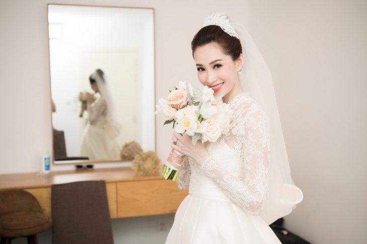 Hoa hậu Đặng Thu Thảo mặc thiết kế váy cưới của NTK Lê Thanh Hoà