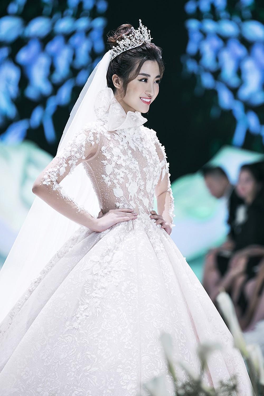 Hoa hậu Đỗ Mỹ Linh trong thiết kế váy cưới của NTK Phương Linh