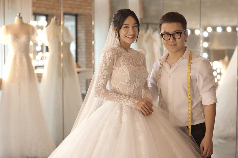 NTK Chung Thanh Phong chụp ảnh cùng cô dâu Nhã Phương