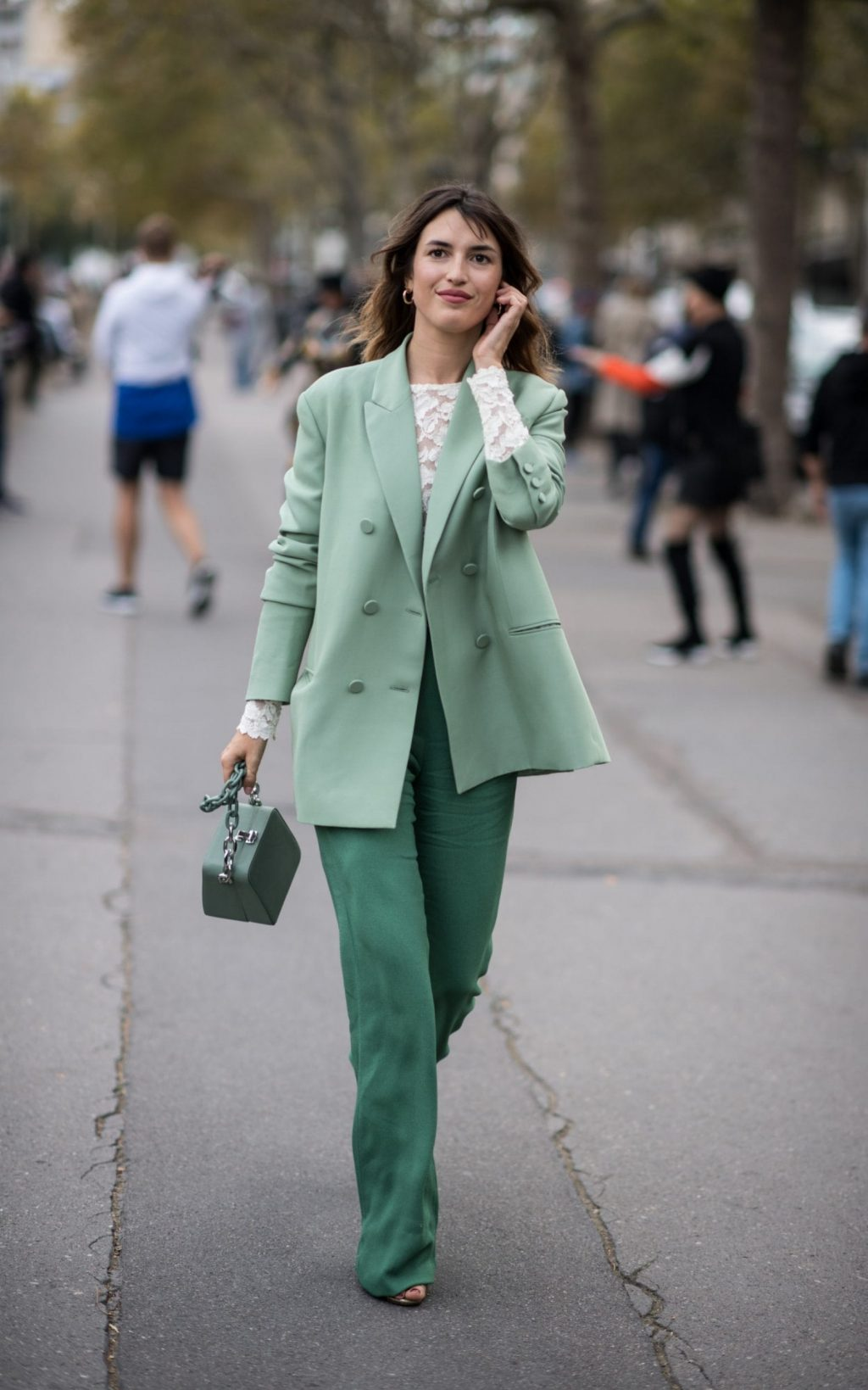 màu xanh mint trong cách phối thời trang pastel cho da ngăm