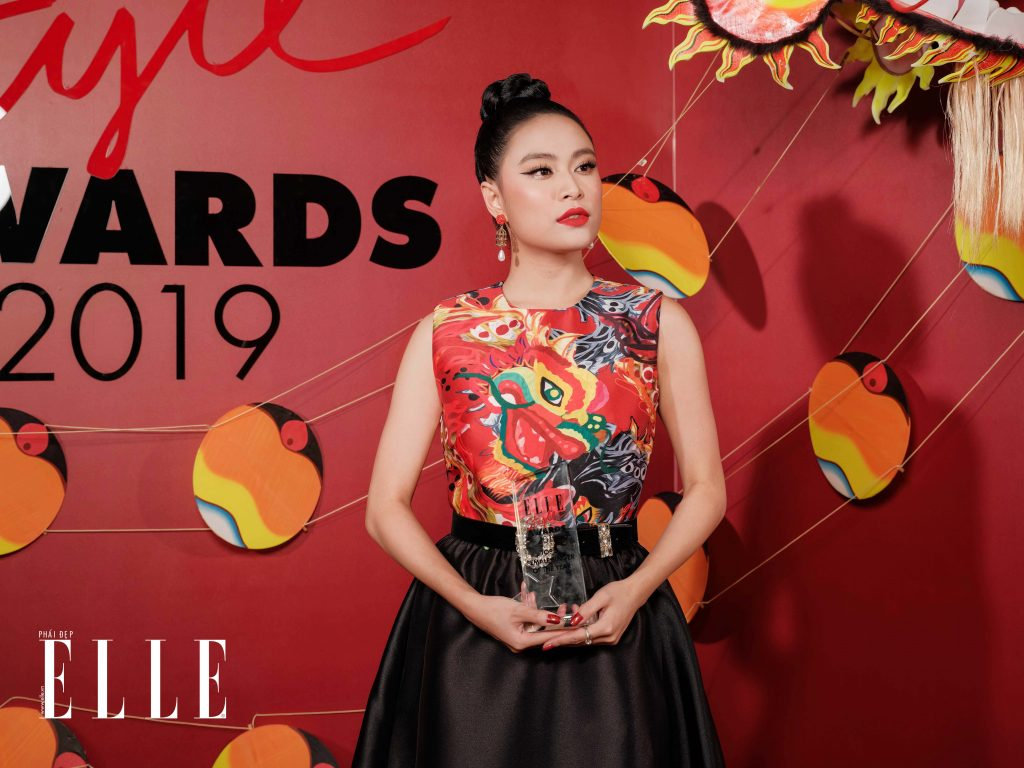 elle style awards 2019 ca sĩ hoàng thùy linh nhận giải 01