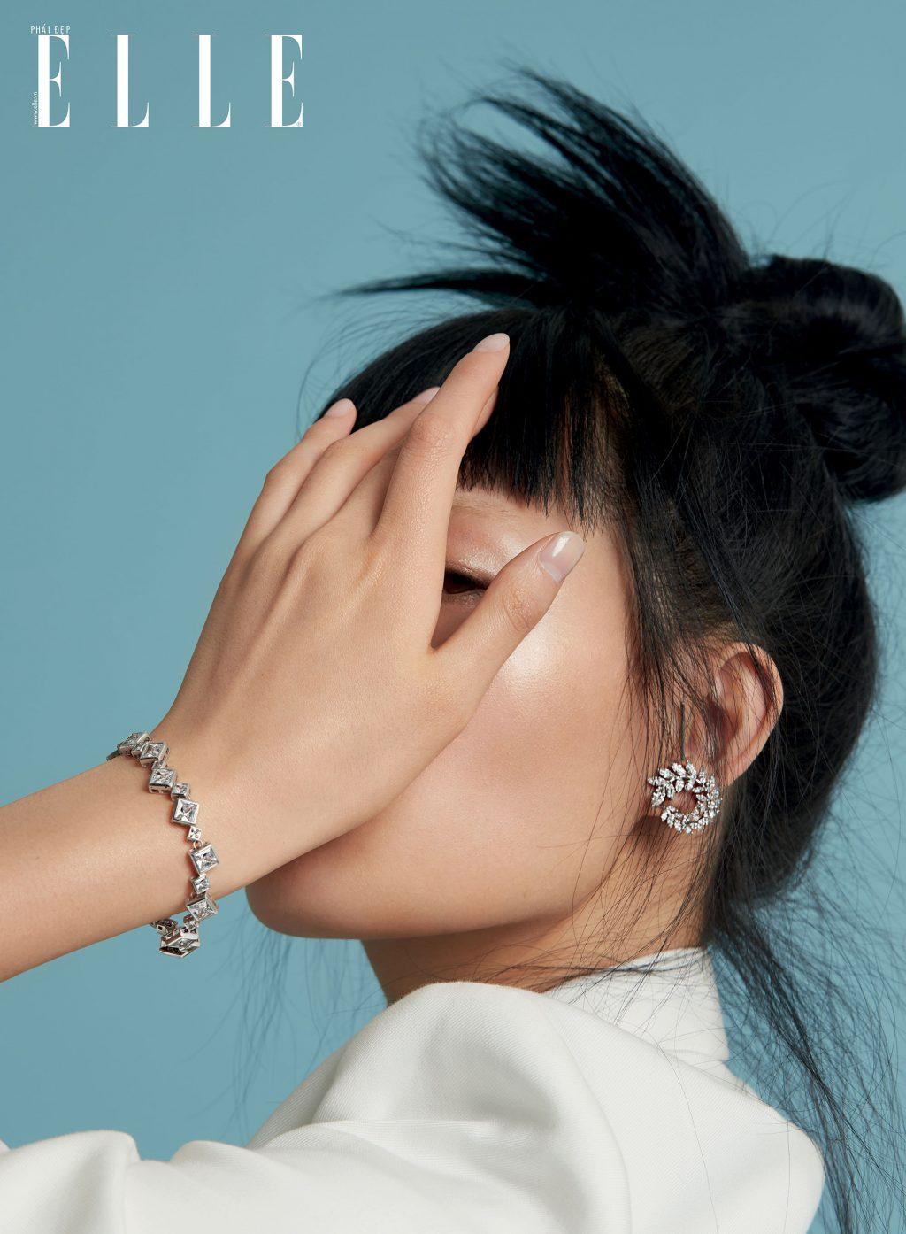 cô gái đeo trang sức kim cương