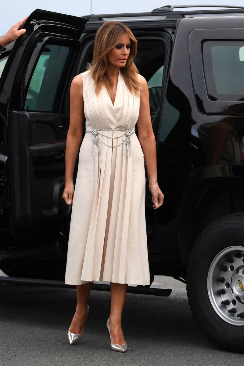 phu nhân melania trump mặc đầm gucci ở hội nghị g7