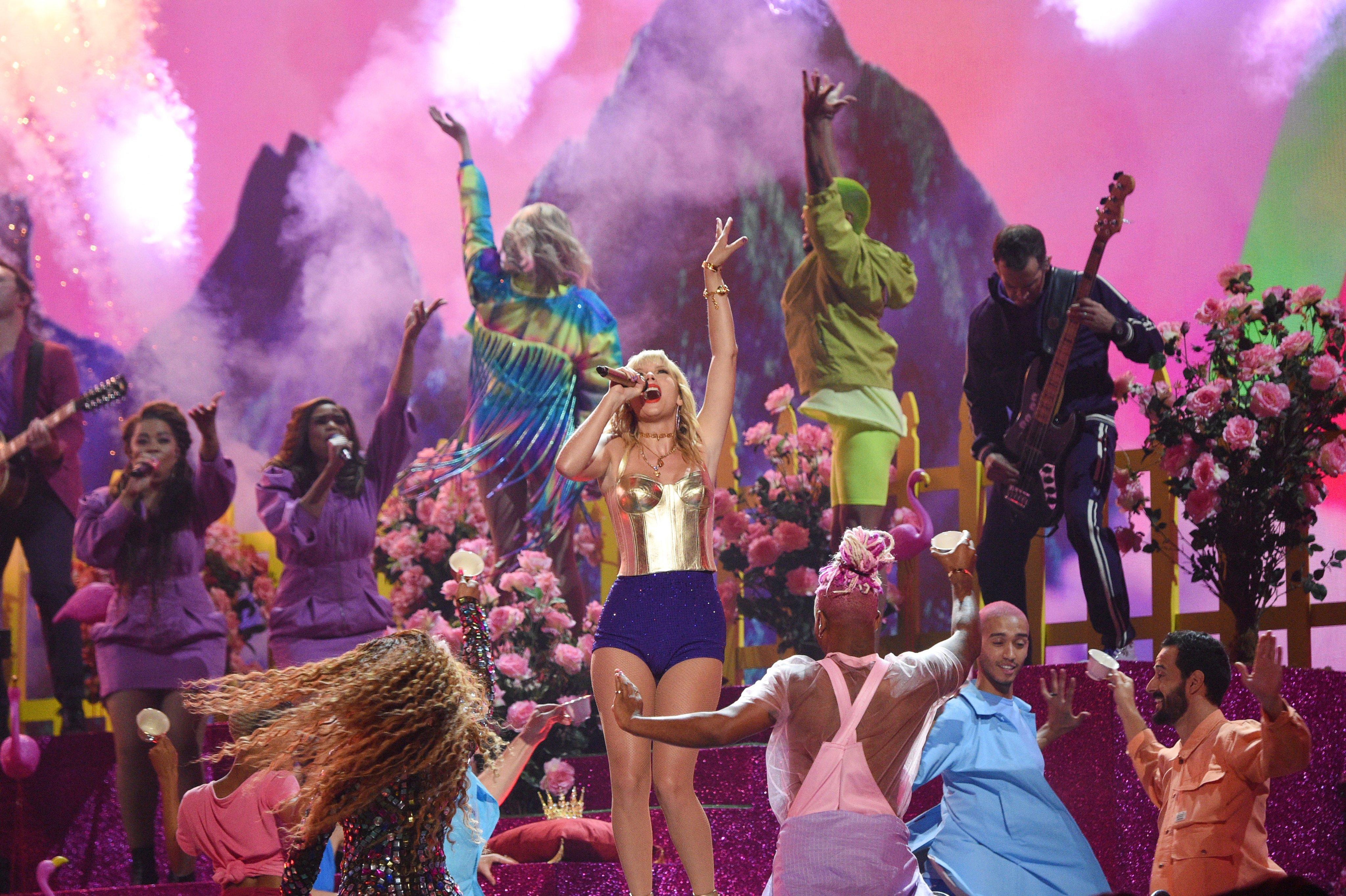 Taylor tình diễn tại VMAs