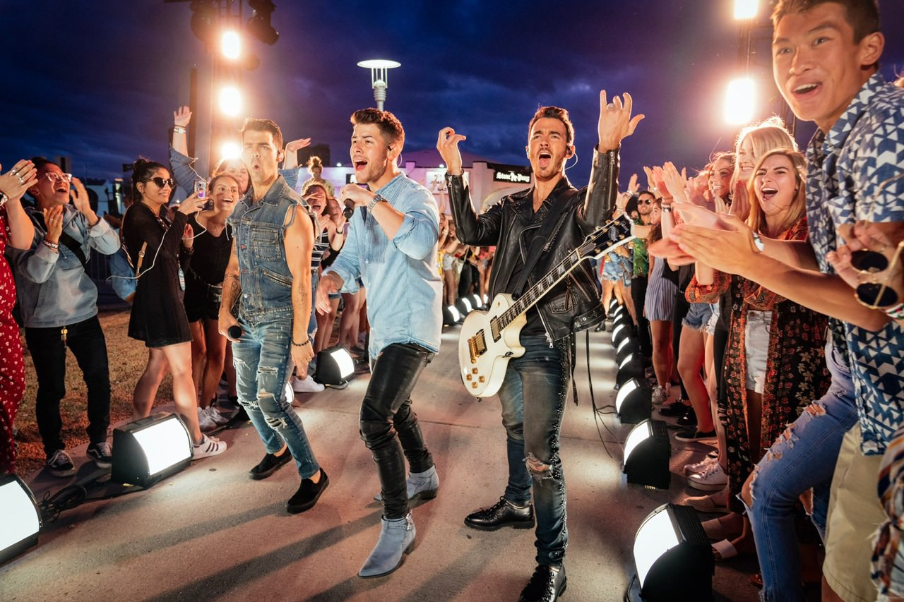 jonas brothers biểu diễn tại VMAs