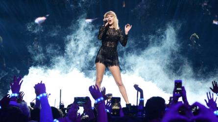 """""""Thế lực"""" nào đứng sau thành công của một Taylor Swift như bây giờ?"""