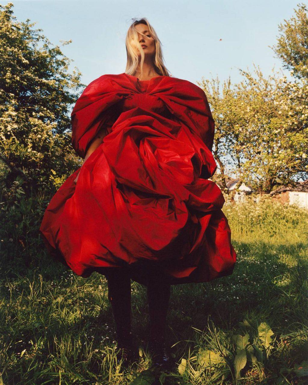 Đầm đỏ hoa hồng Alexander McQueen