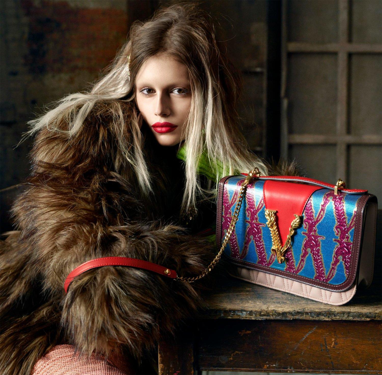 Chiến dịch quảng cáo Thu Đông Versace 2019 chân dung nàng thơ