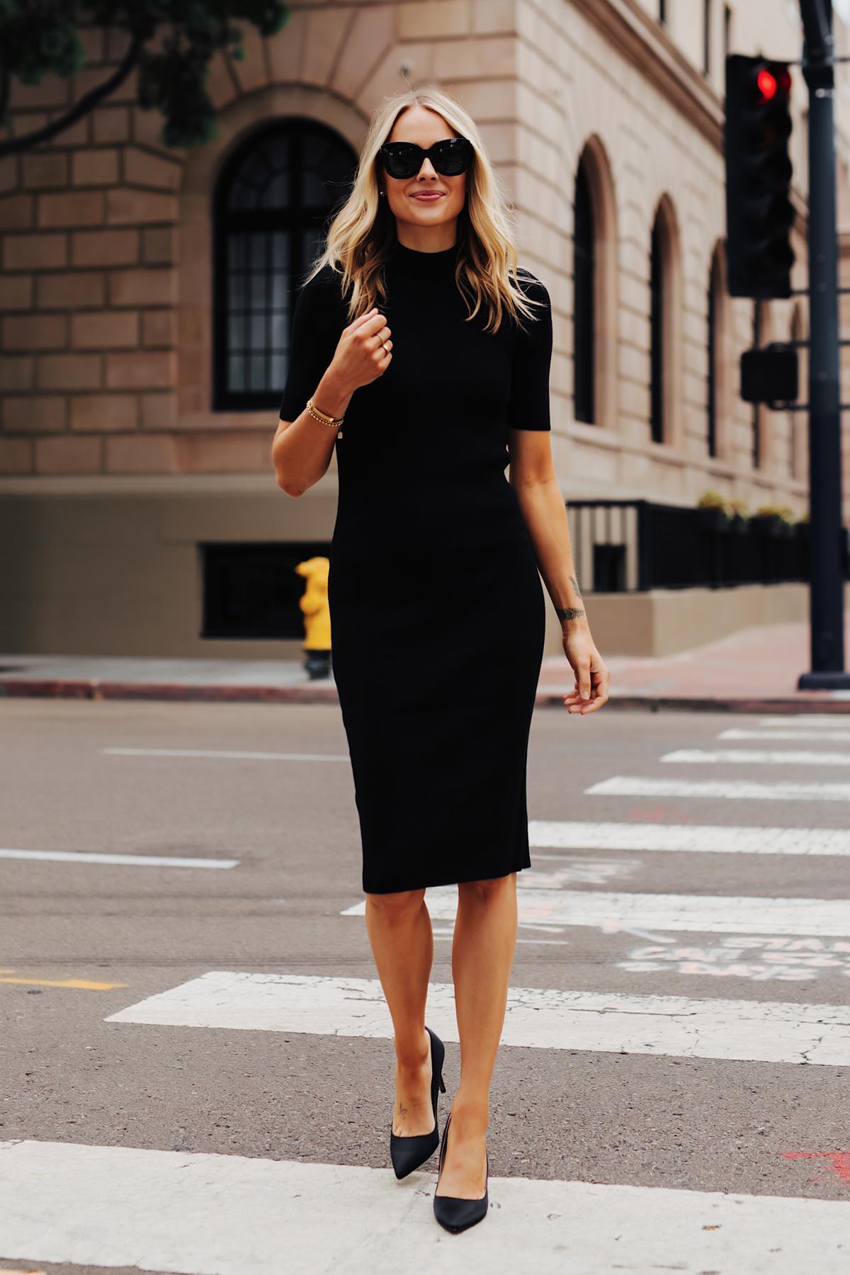 đầm body màu đen cổ lọ giày cao gót đen