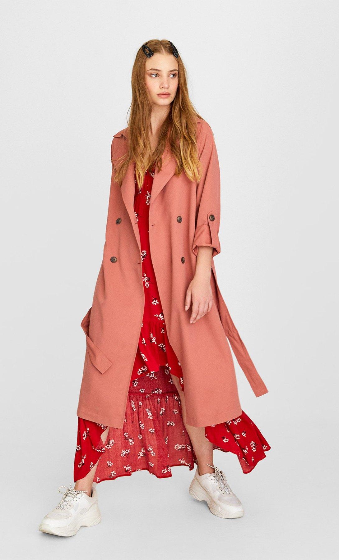 áo khoác dáng dài màu hồng stradivarius