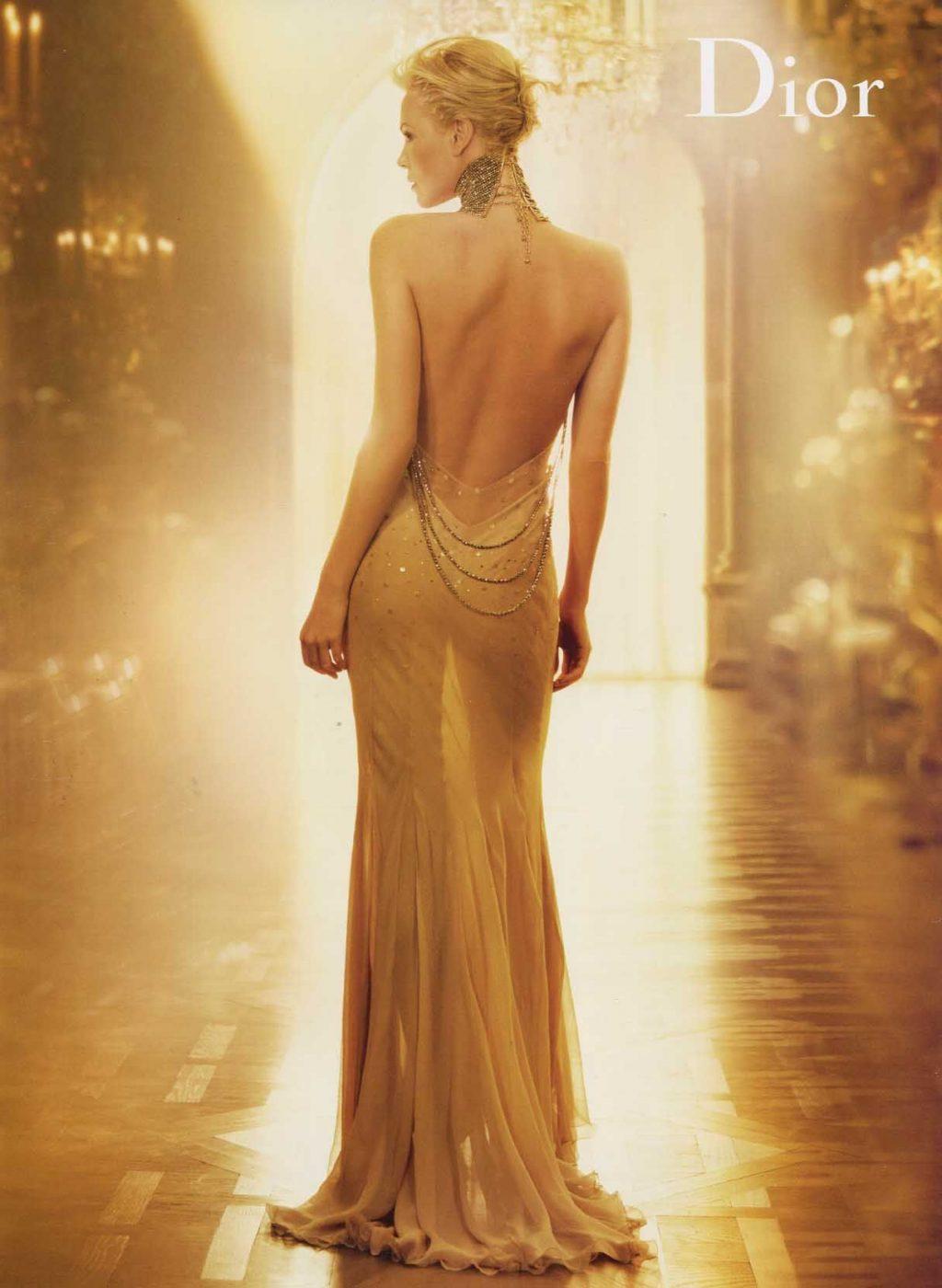 Dior J'adore - cô gái đứng