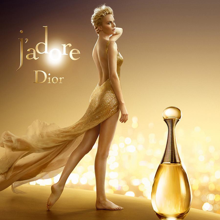Dior J'adore - cô gái với chai nước hoa
