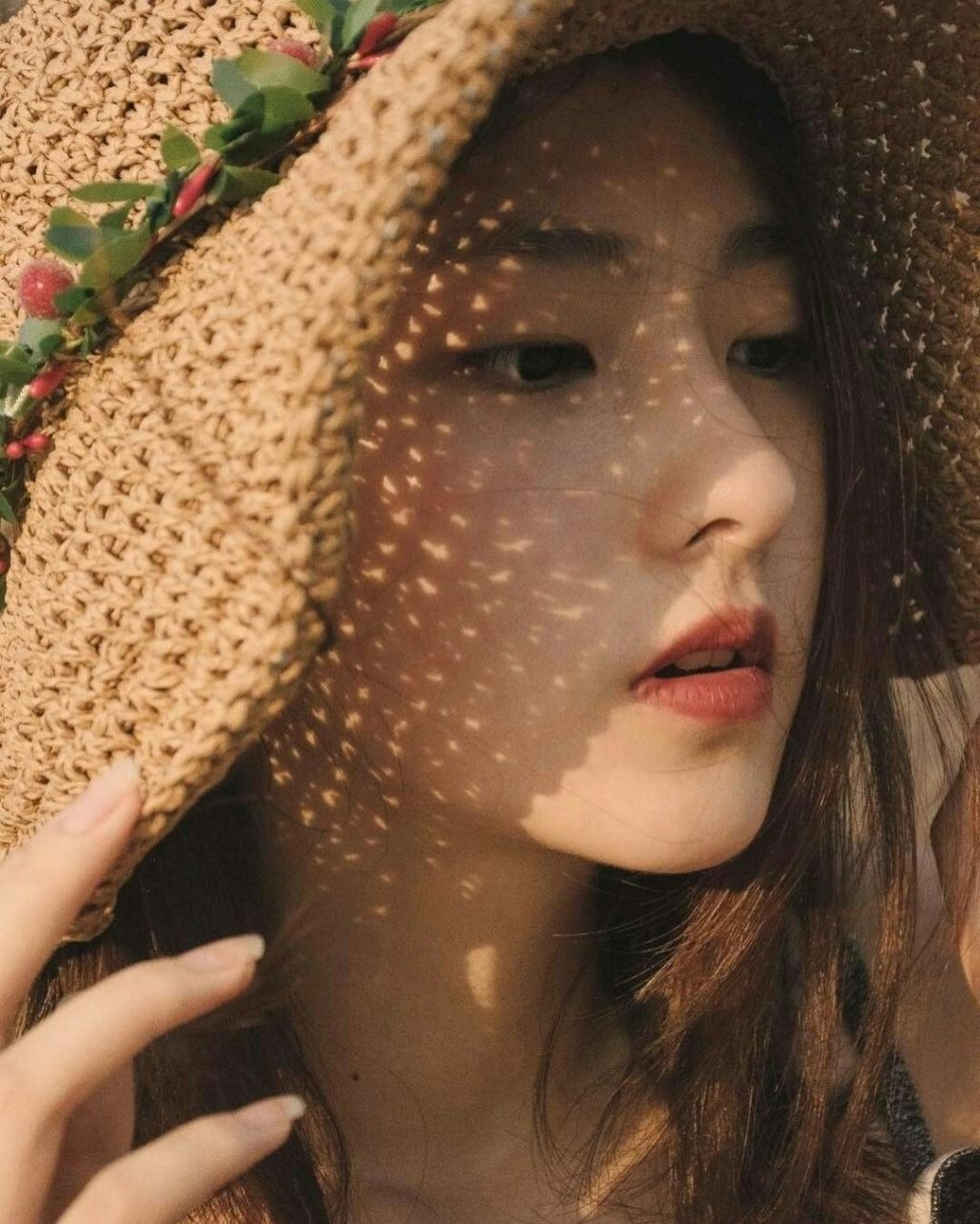 cô gái đội nón che nắng