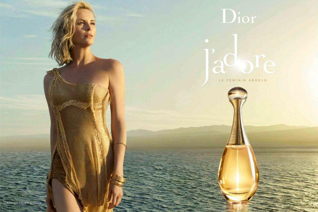 Dior J'adore là mùi hương của người phụ nữ tự tin, một người phụ nữ dám đương đầu với mọi thách thức bằng chính sự mềm mại và nữ tính của mình.