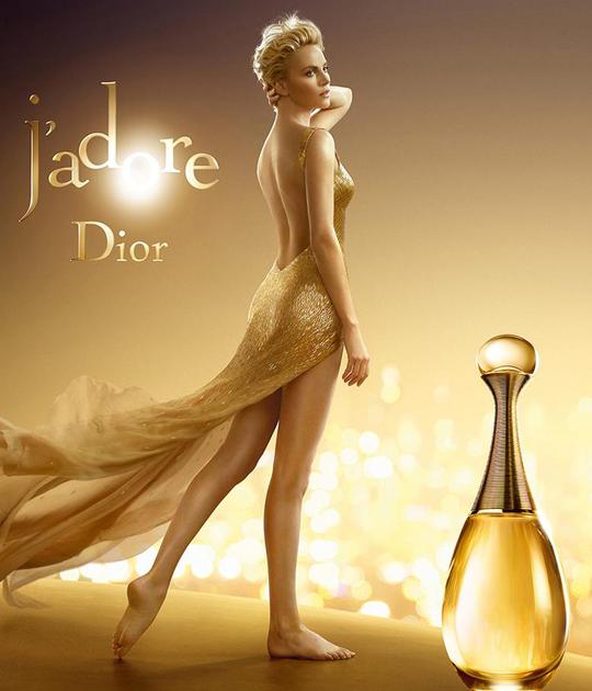 Nét nữ tính của dior J'adore không chỉ toát lên từ mùi hương mà còn thể hiện trong thiết kế chai với những đường cong nữ tính quyến rũ.