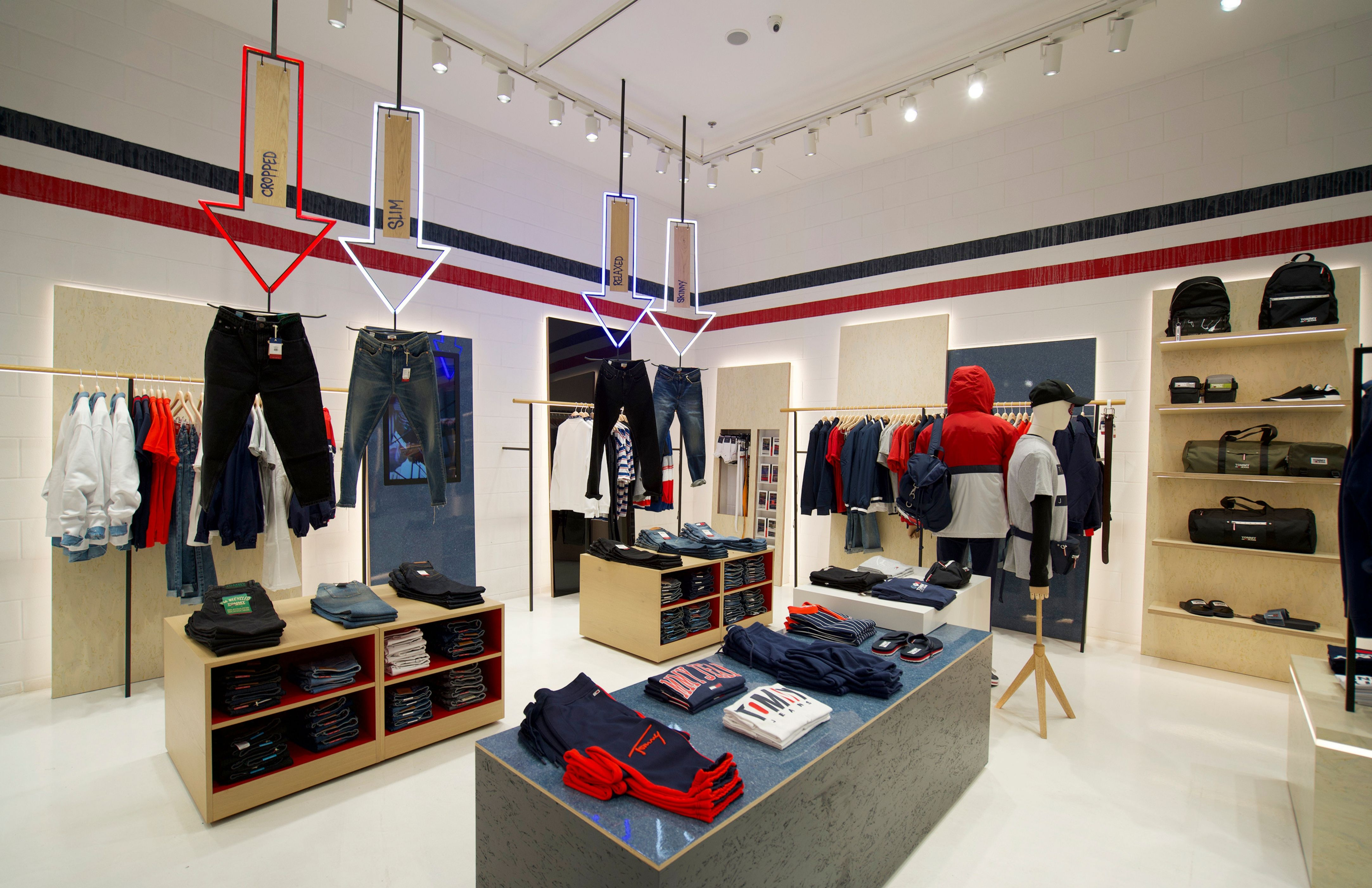 cửa hàng Tommy Jeans