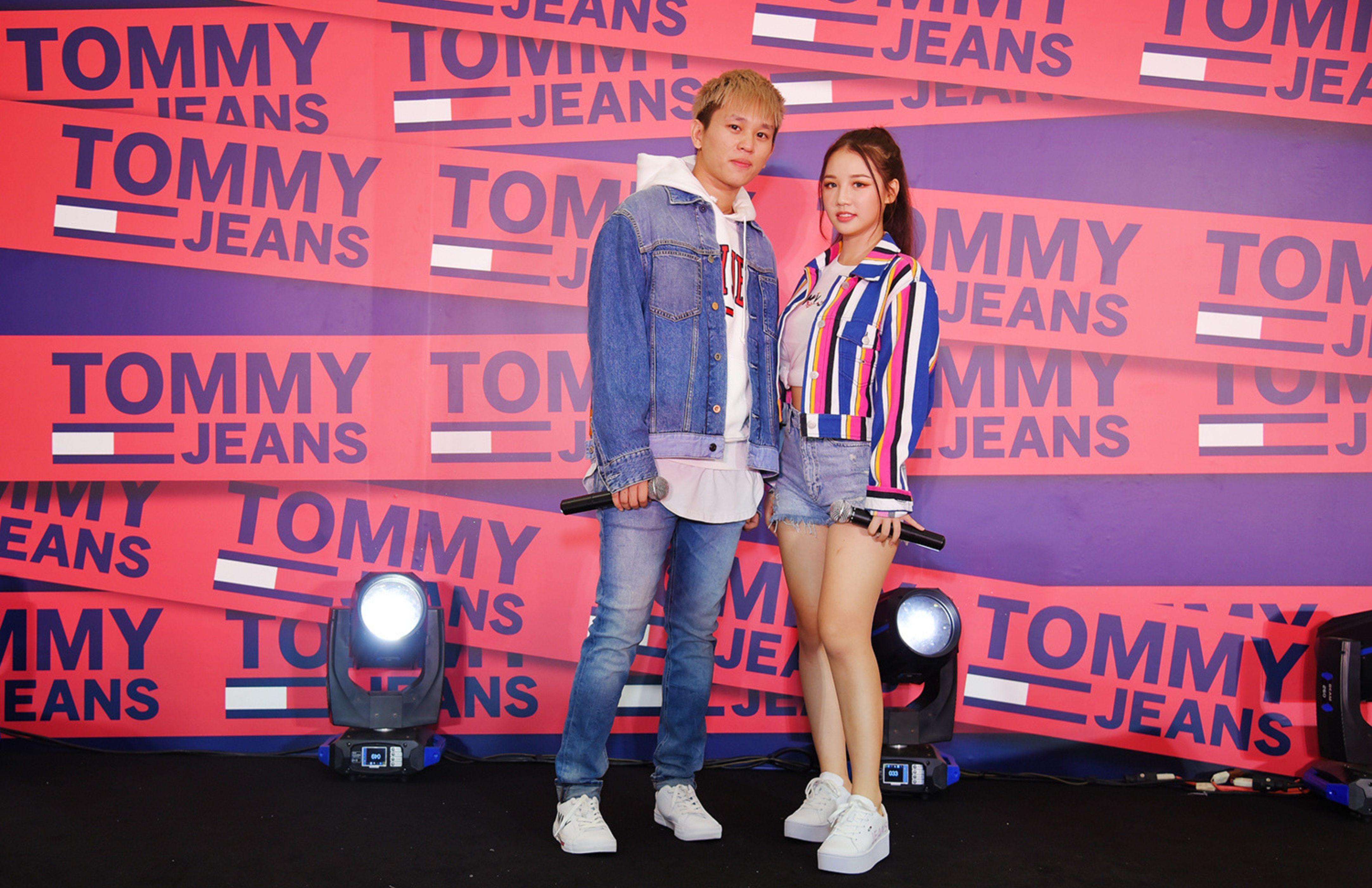 Bộ đôi ca sỹ được giới trẻ yêu mến AMEE và B RAY lựa chọn outfit đậm chất street style