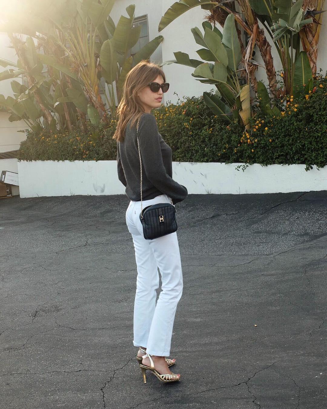 Giày cao gót dây mảnh ánh kim - thời trang mùa thu của Jeanne Damas
