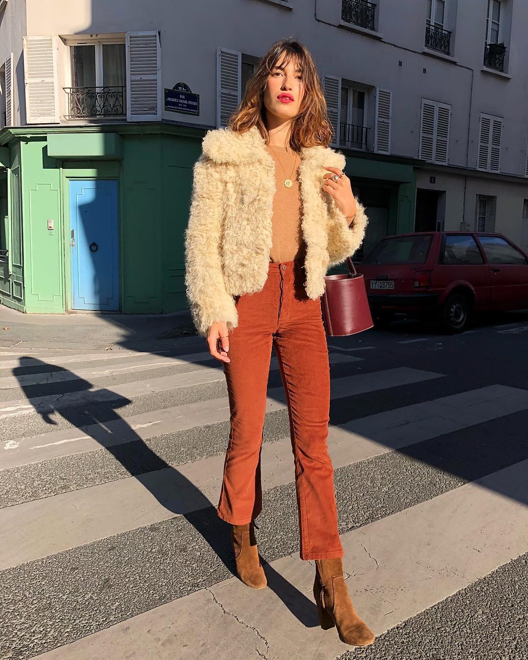 Thời trang mùa thu của Jeanne Damas - ankle boot da lộn