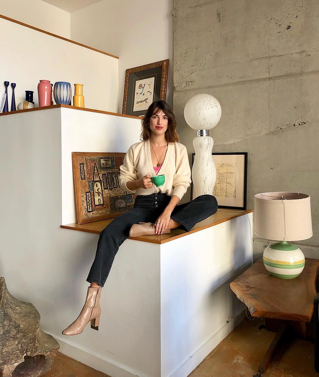 thời trang mùa thu của Jeanne Damas - giày ankle boots