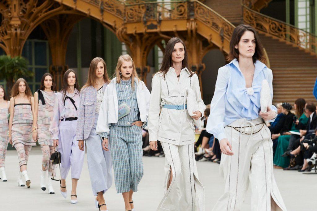 tin thời trang Chanel hủy buổi trình diễn tại Hồng Kông