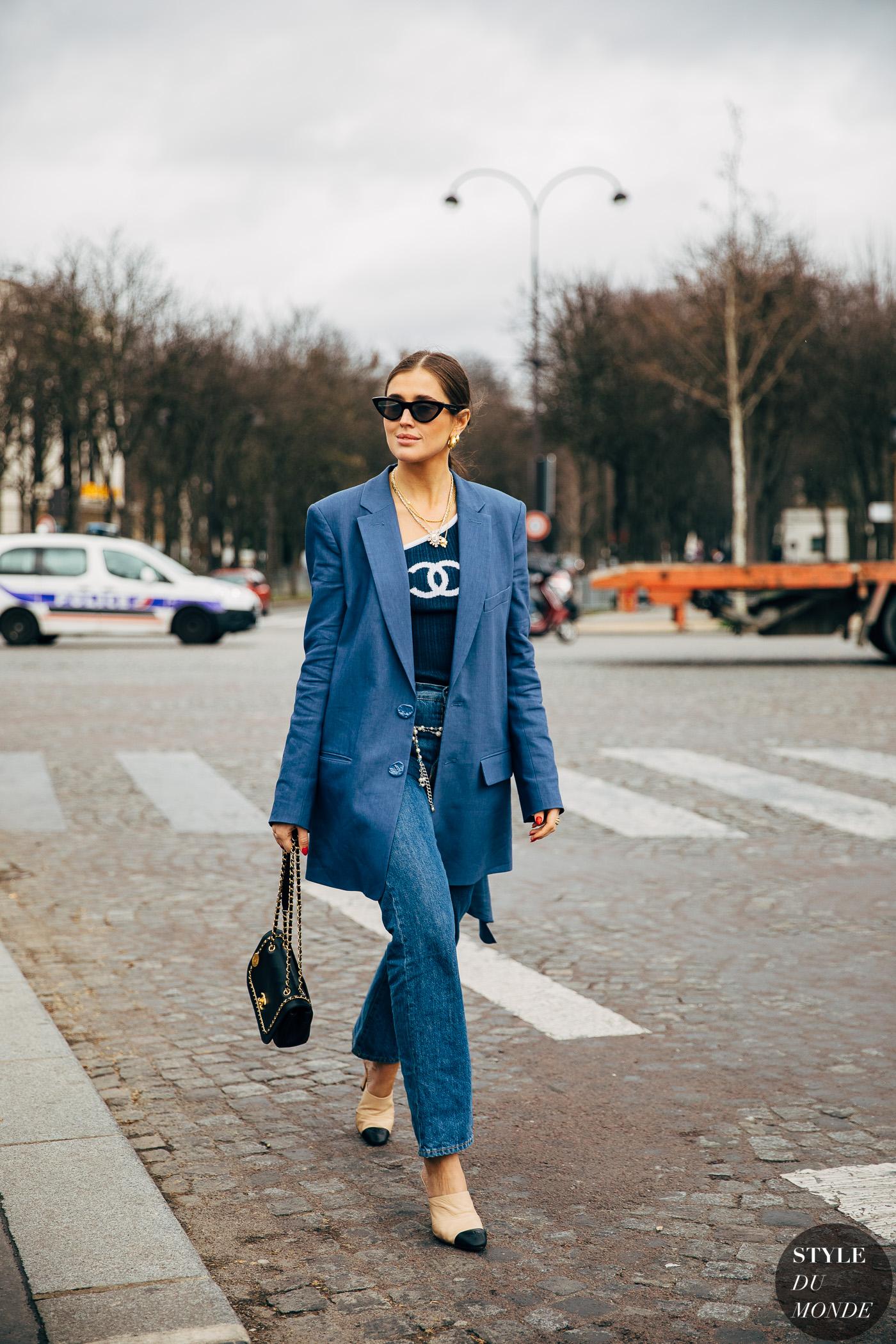 áo blazer xanh navy áo xanh chanel kính mát