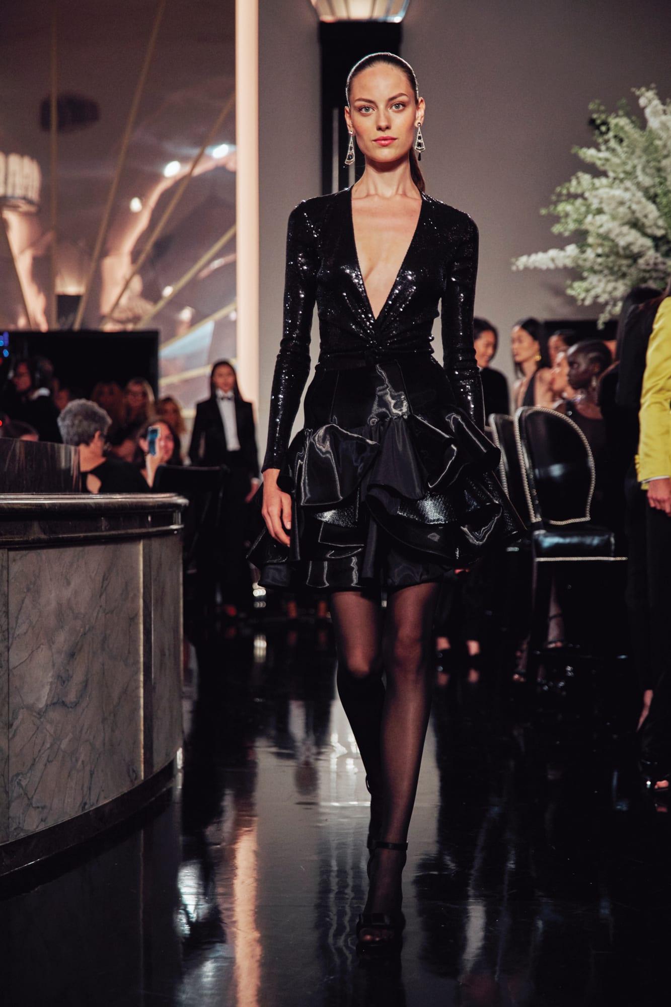 đầm cocktail hở màu đen ralph lauren thu đông 2019