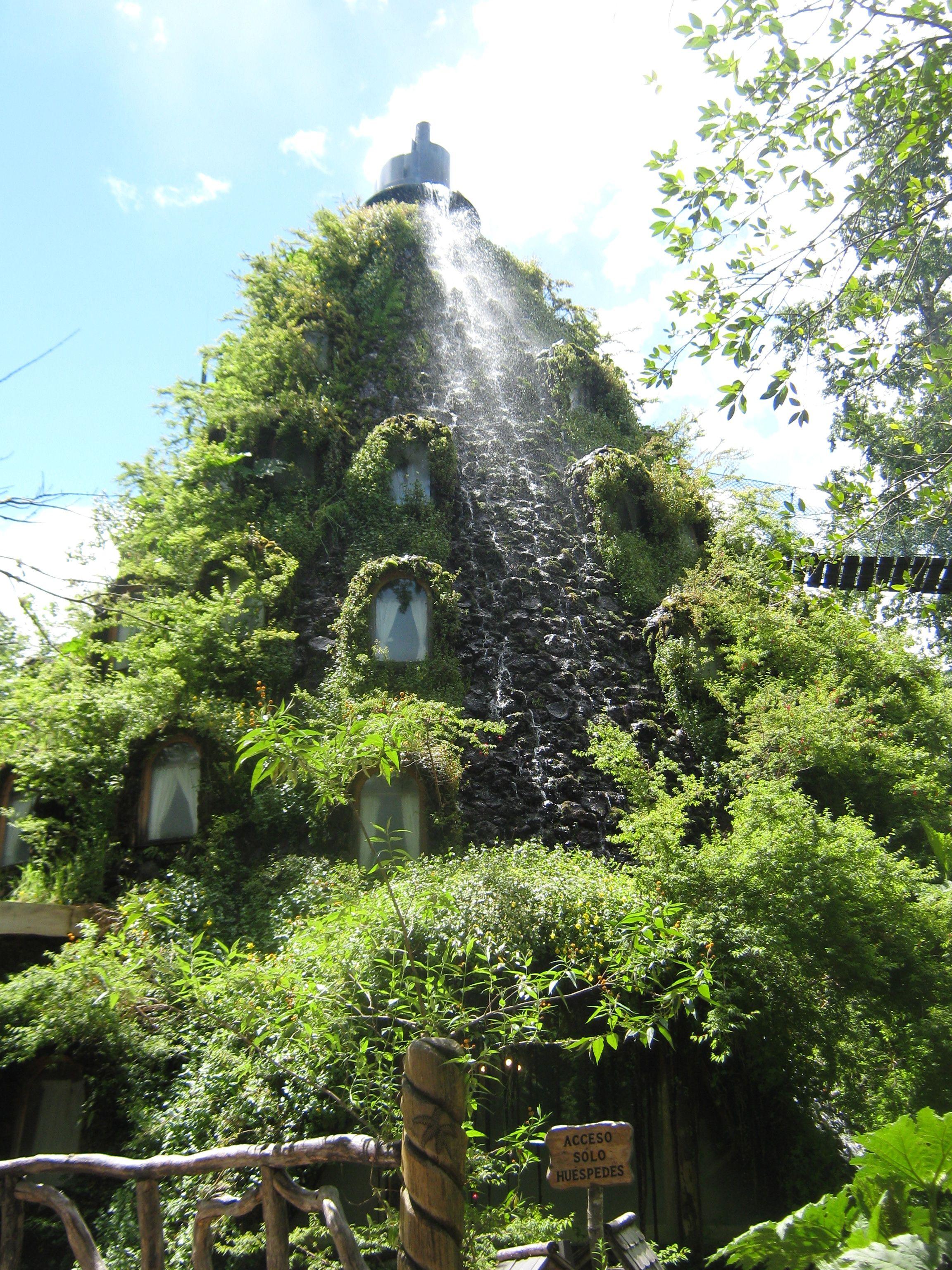 khách sạn thác nước