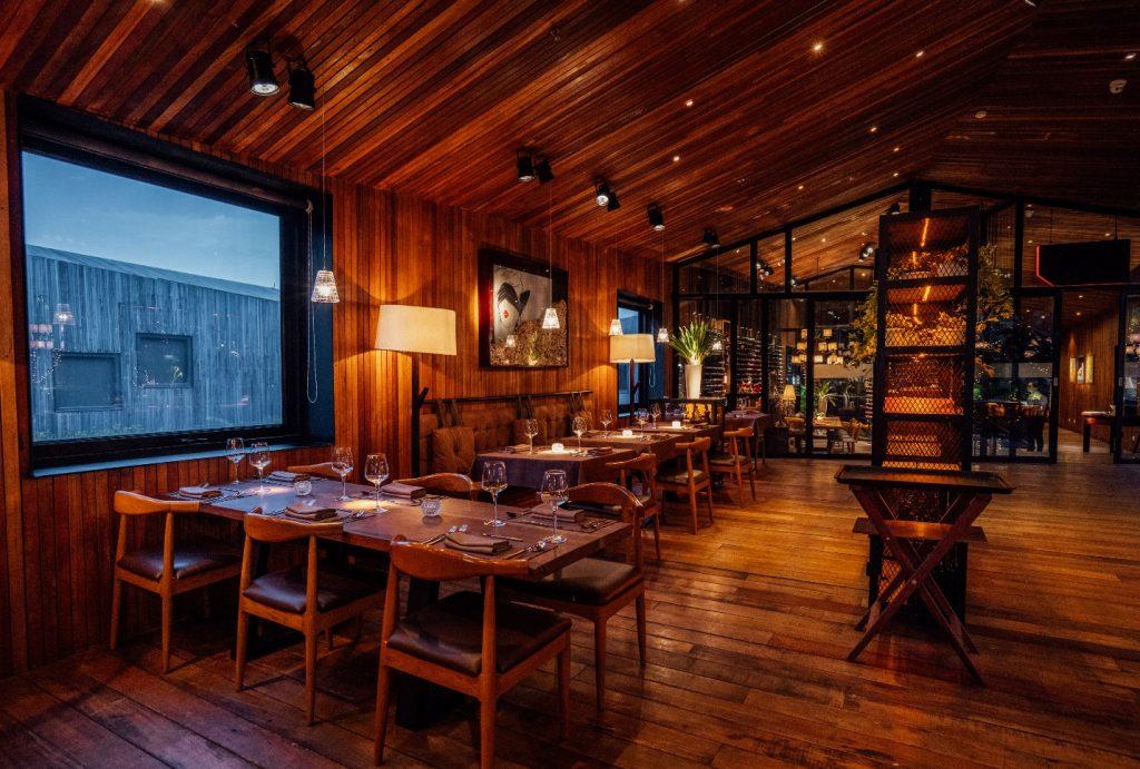 Bên trong nhà hàng tình yêu lãng mạn