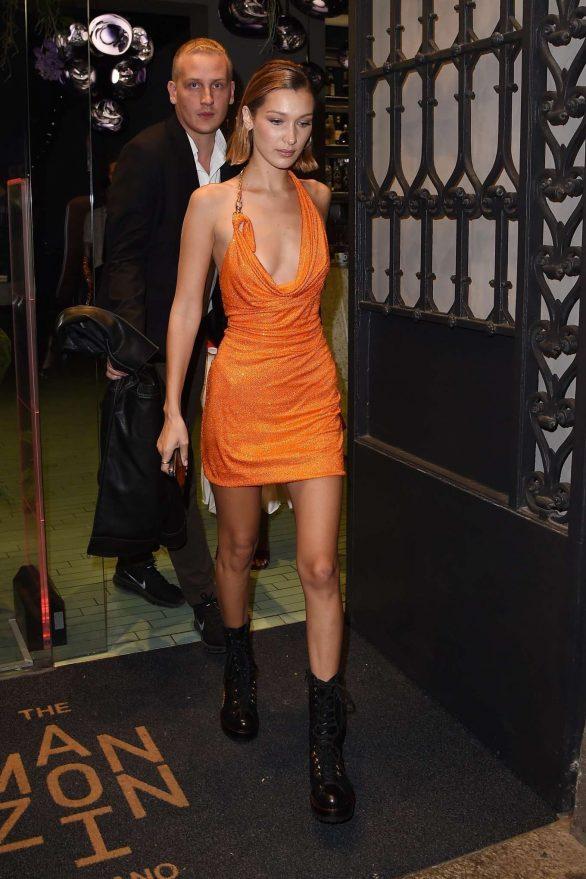 Bella Hadid tại after show party của thương hiệu Versace trong tuần lễ thời trang Milan Xuân - Hè 2020