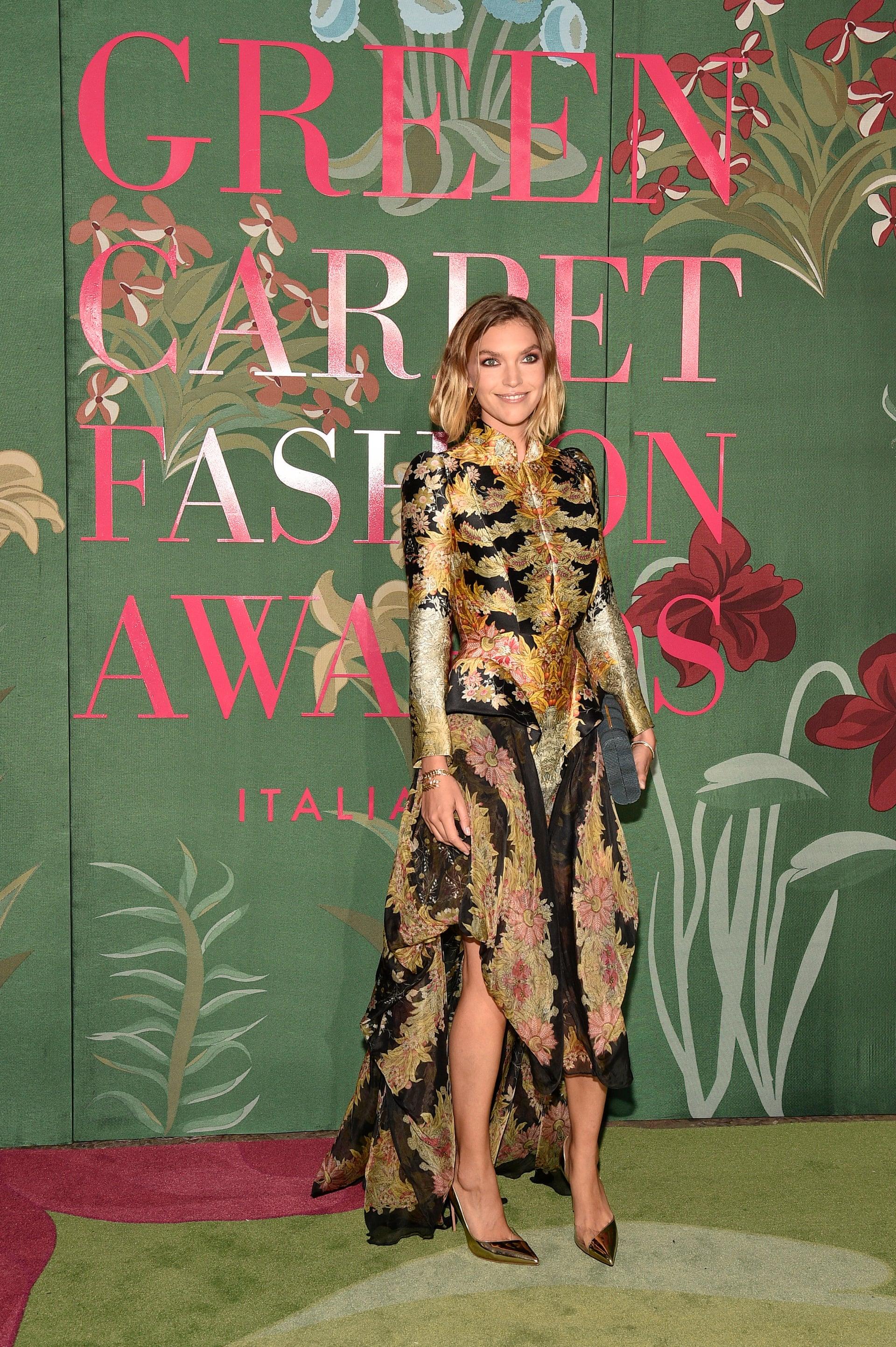 NTK xuất hiện tại Green Carpet Fashion Awards trong thiết kế Alexander McQueen được thuê từ website RentMyWardrobe.com.