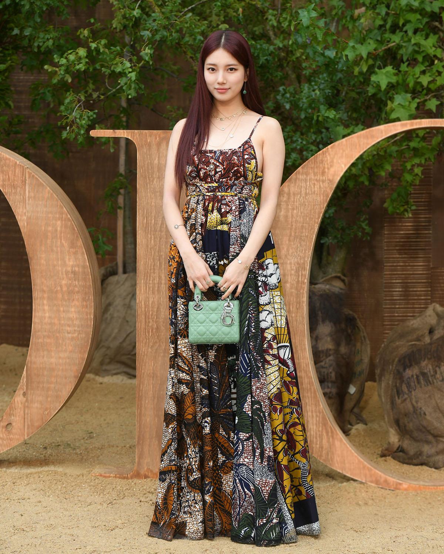 Suzy tham dự show Dior tại Tuần lễ thời trang Paris Xuân - Hè 2020