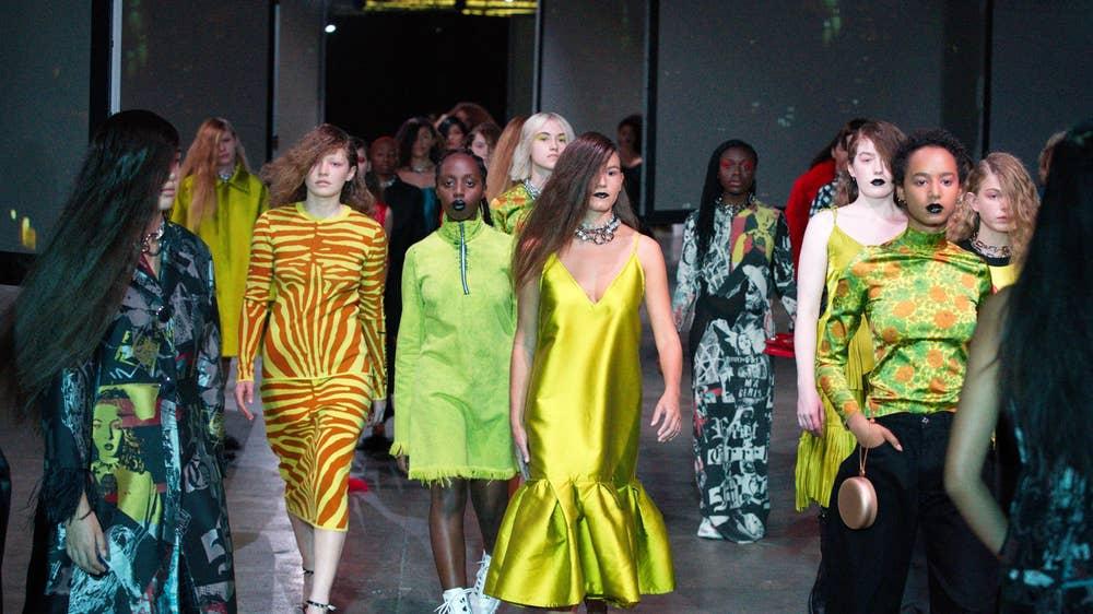 Toàn cảnh buổi trình diễn BST Xuân - Hè 2020 của thương hiệu Marques' Almeida tại Tuần lễ thời trang London Xuân - Hè 2020