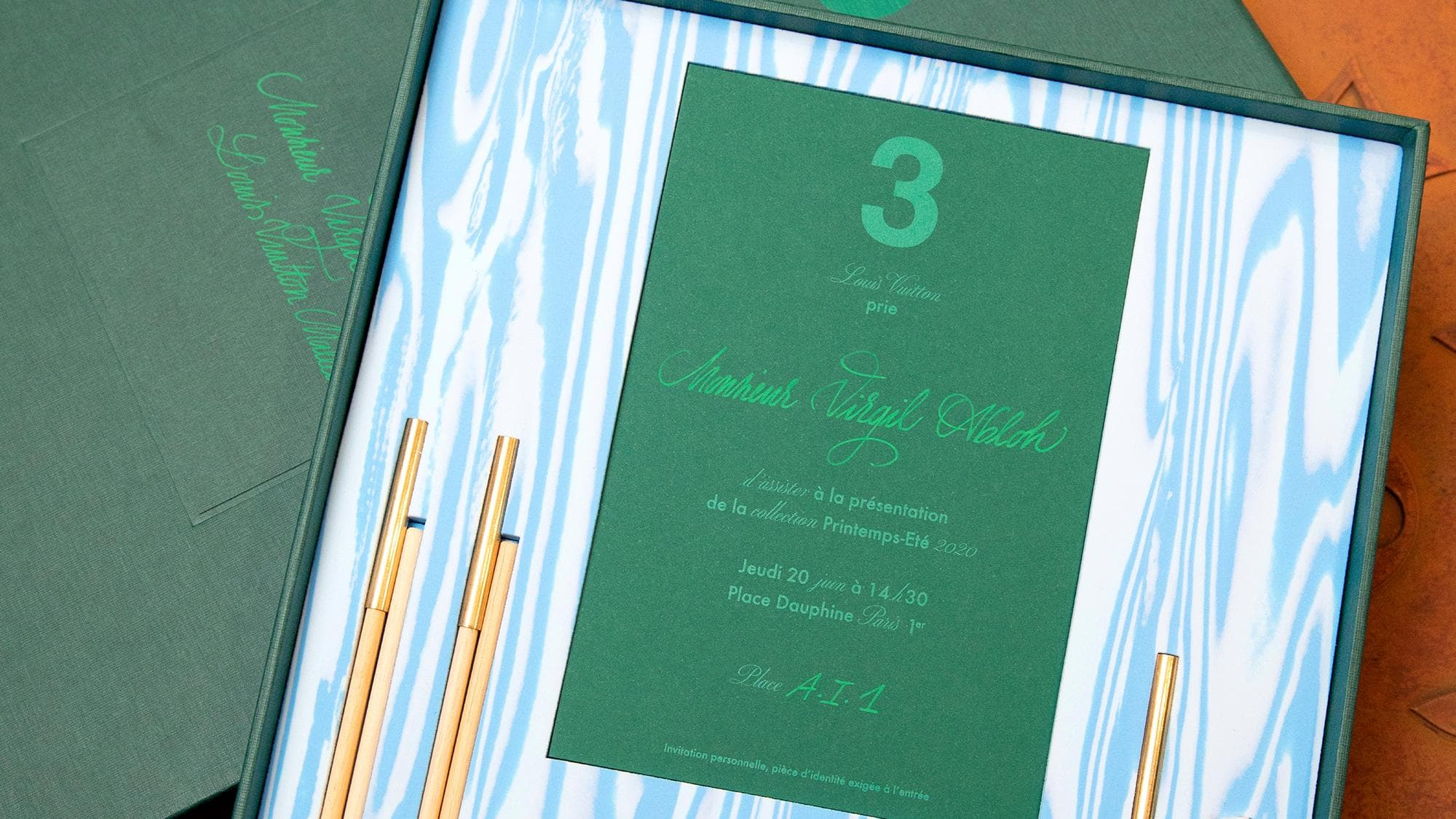 Thiệp mời tham dự buổi ra mắt BST mới của Louis Vuitton. cách tham dự tuần lễ thời trang.