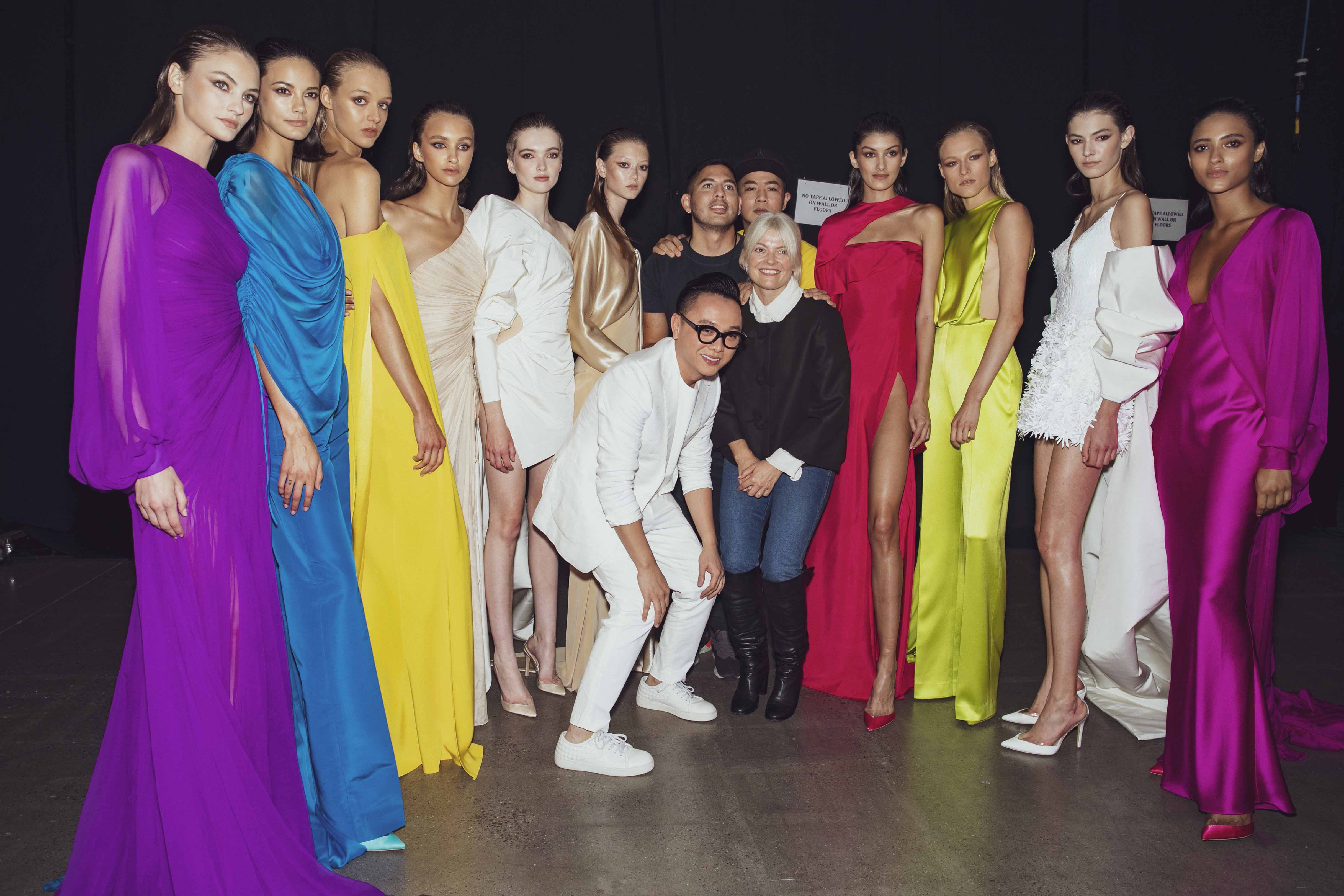 backstrage buổi trình diễn bst cong tri xuân hè 2020 công trí kate young và các người mẫu