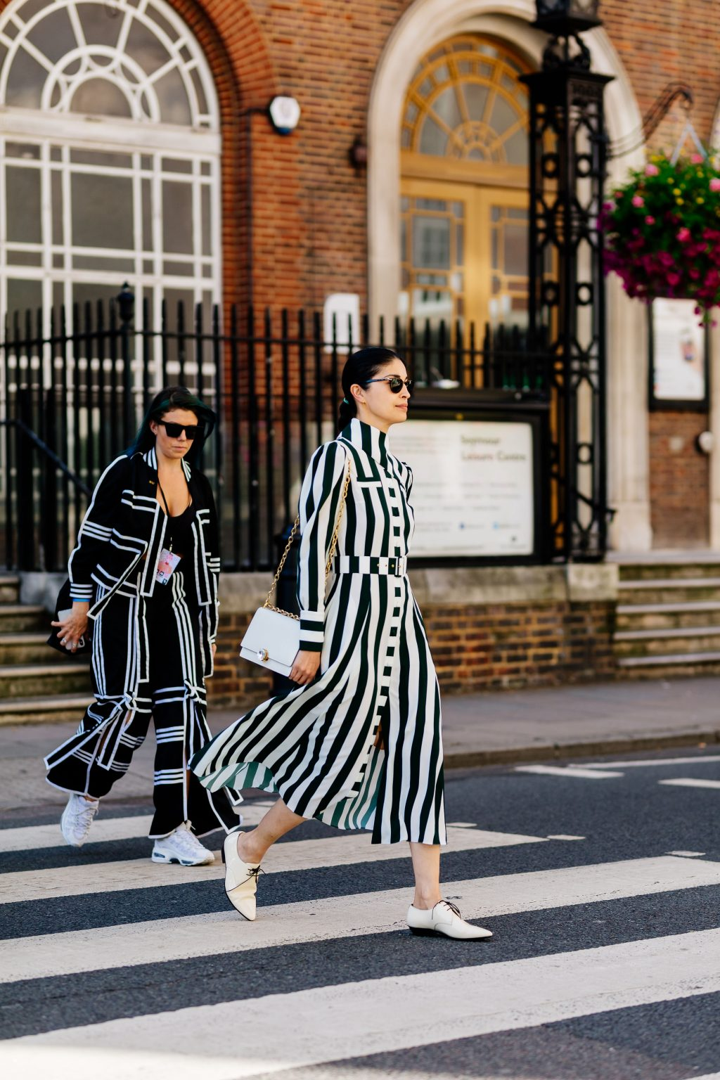 biến hoá với gam màu trung tính tại Tuần lễ thời trang London Xuân Hè 2020