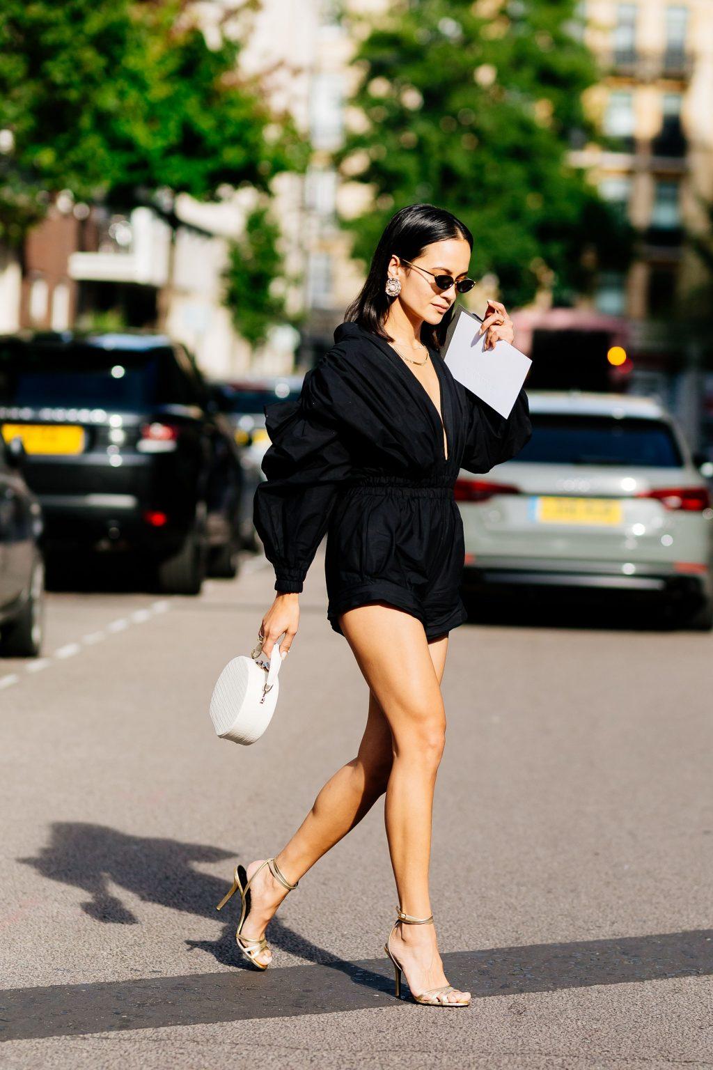 xu hướng thời trang đường phố jumpsuit tay phồng